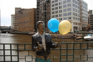 You never know where you'll find a Brewers balloon around the city! Where did you find yours? Upload a photo with #SpringMadness414.