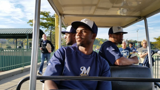 Brewers players took a trip to the parking lots to engage with fans prior to tonight's game.